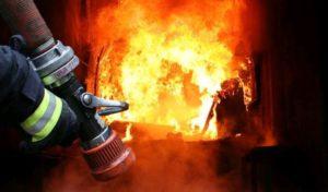У Лебедині ліквідовуючи пожежу вдалось врятувати житловий будинок та гараж