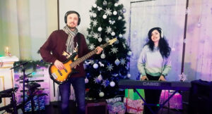 """Дует """"МІРА"""" з Лебедина презентував авторську новорічну пісню (відео)"""