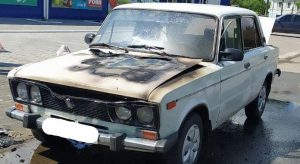 На Сумщині посеред вулиці загорівся автомобіль